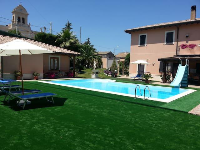 Villa con piscina sull'Etna - Passopisciaro