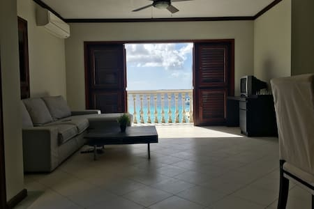 Ocean view apartment, right on the boulevard