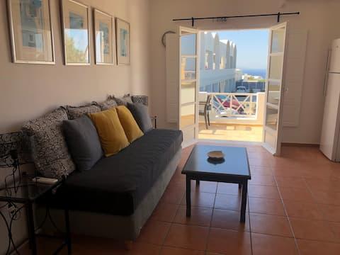 Tholos Nikoleta, 2 bedrooms apt. at Oia's center.