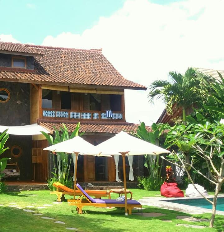 Luduzen Rumah Dua, house with 1 bedroom in Canggu