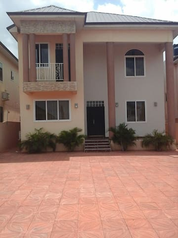 Lakeside Estates (Ashaley Botwe) - Accra - Casa