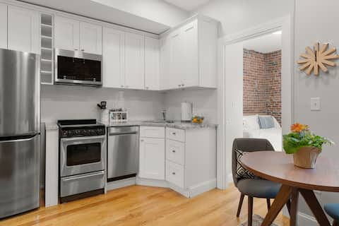 Newly Renovated Double Bed in the North End