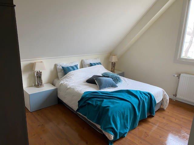 Slaapkamer blauw 1ste etage