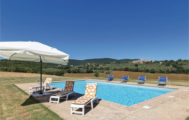 Holiday cottage with 4 bedrooms on 270m² in Gualdo Cattaneo PG