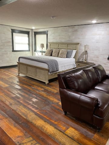 Comfy King bed and a nice top grain leather sofa.