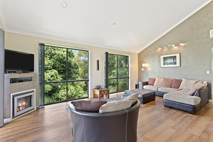 spacious and luxurious lounge and ambient fireplace . ideal entertaining or relaxing area.