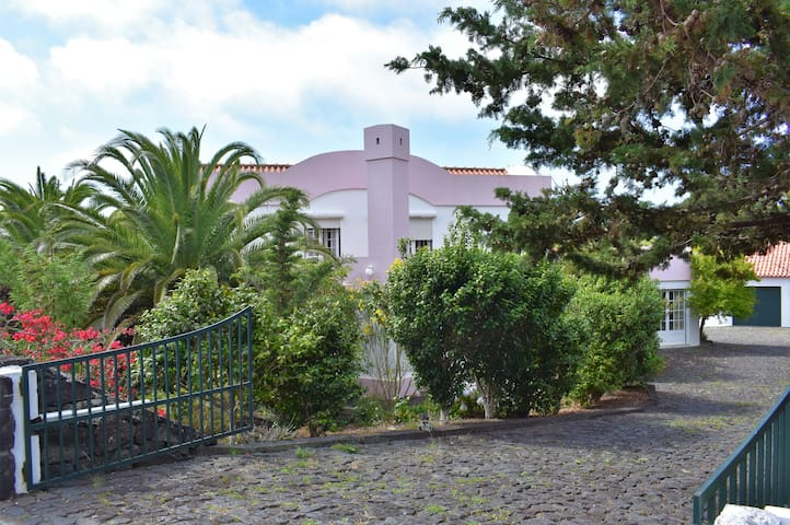 Pink House - Pico Island Azores