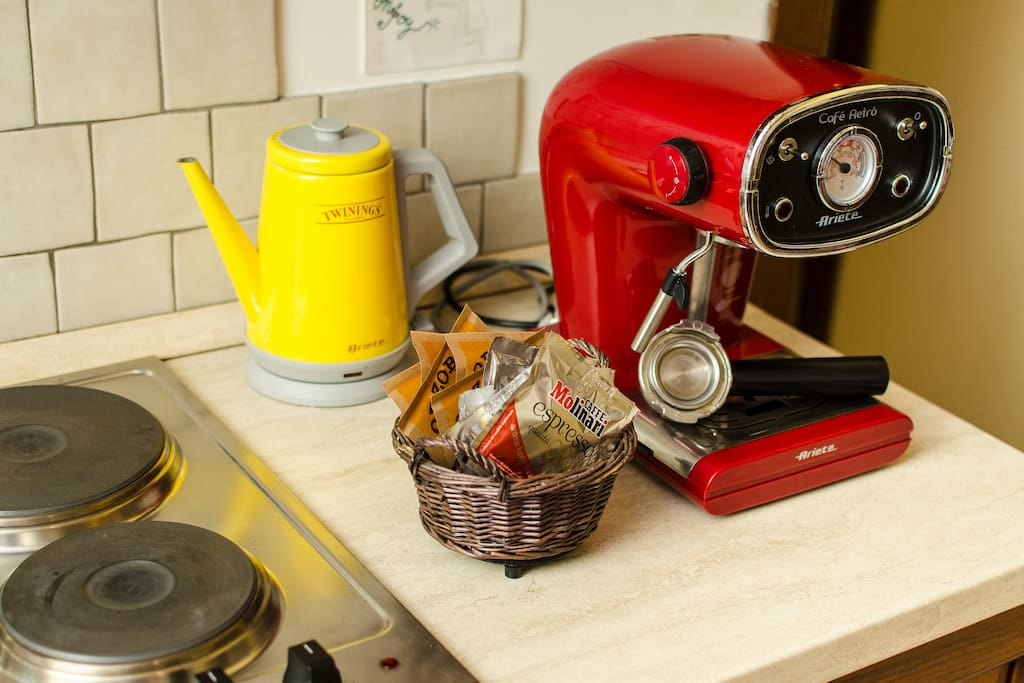 Coffe machine and tea pot included