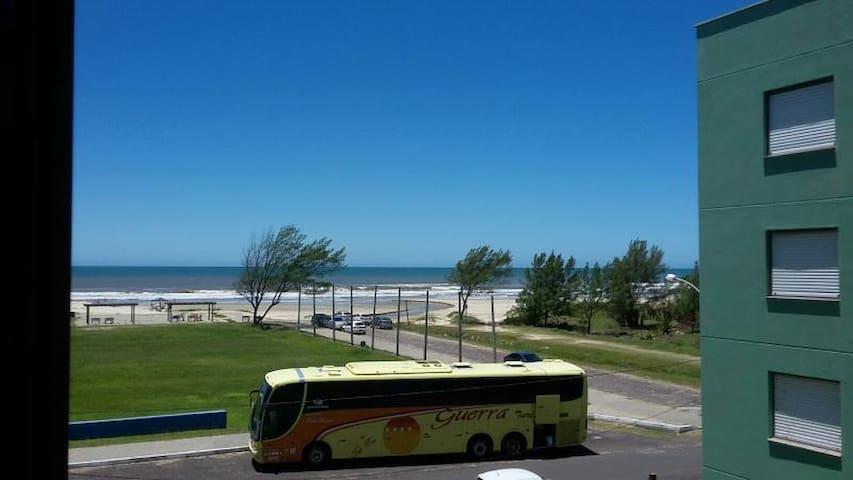 Apartamento á beira mar em Capão Novo/RS