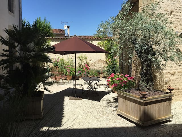 Charme et Convivialité...Charm and Conviviality... - Aulnay - Bed & Breakfast