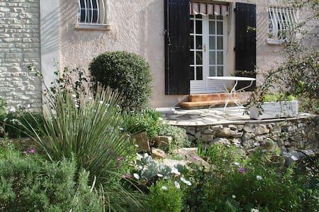 villa 2ch sejours sbwc cuisin 70M2 - Le Revest-les-Eaux