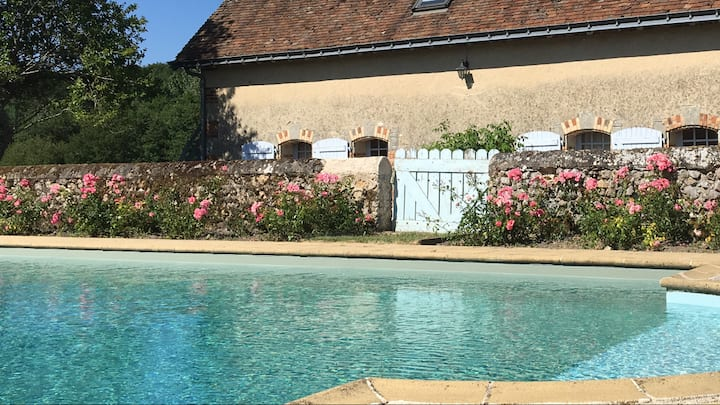 Maison du XIVème siècle en Touraine avec piscine