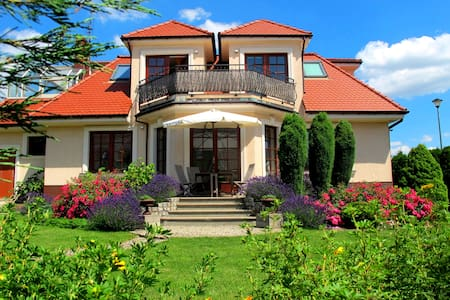 Piękny dom pod Wrocławiem, Bielany - Bielany Wrocławskie - Casa