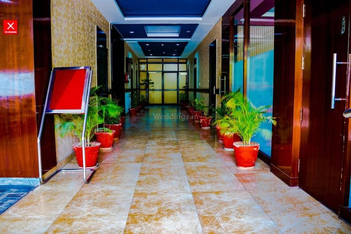 Deluxe Room With Breakfast in Sector 66, Noida