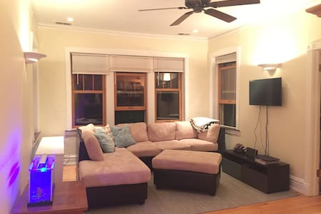 Private Room 1 block from Train and Near O'hare - Oak Park - Byt