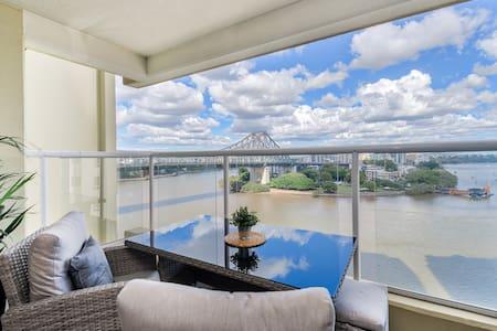 Spectacular Riverside Apartment ~ Brisbane CBD!