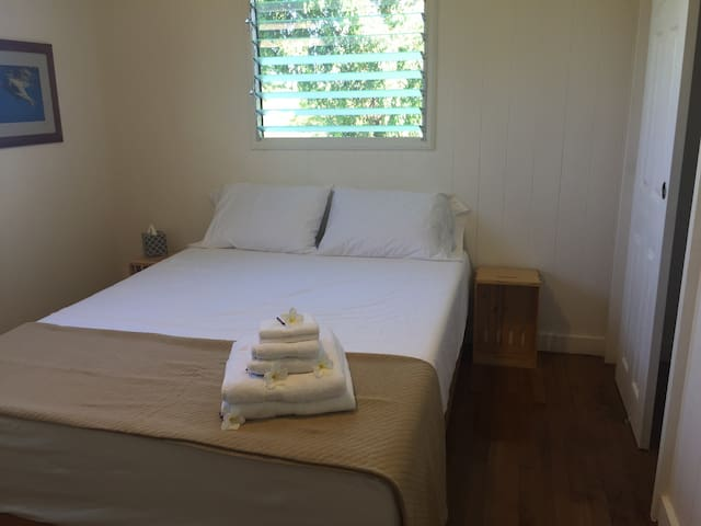 Waialua Beach Road House Center Room - Haleiwa - House