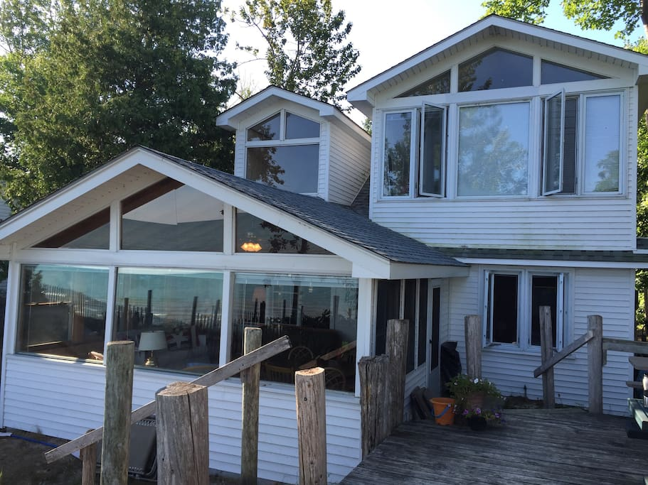 Beach front cottage on ipperwash beach lake huron for Beach front cottage