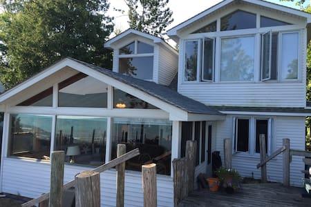 Beach Front Cottage on Ipperwash Beach, Lake Huron - Lambton Shores
