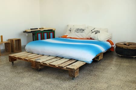 Stylish up-cycled private room in city center - رام الله - 公寓