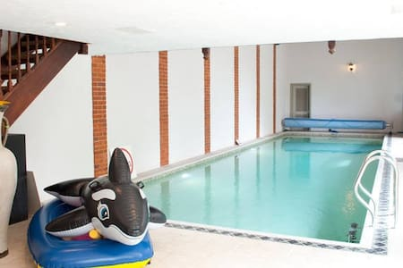 Beautiful 2 Bedroom Cottage & Indoor Swimming Pool - East Coker - Ház