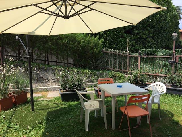 CASA GIOIA, monolocale con giardino, 3 posti letto