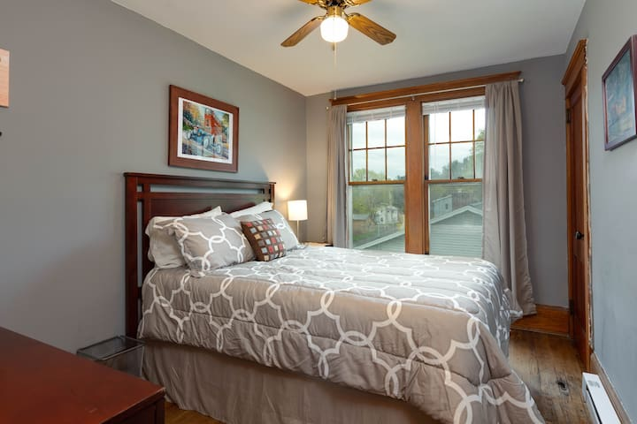 Queen size bed in middle bedroom