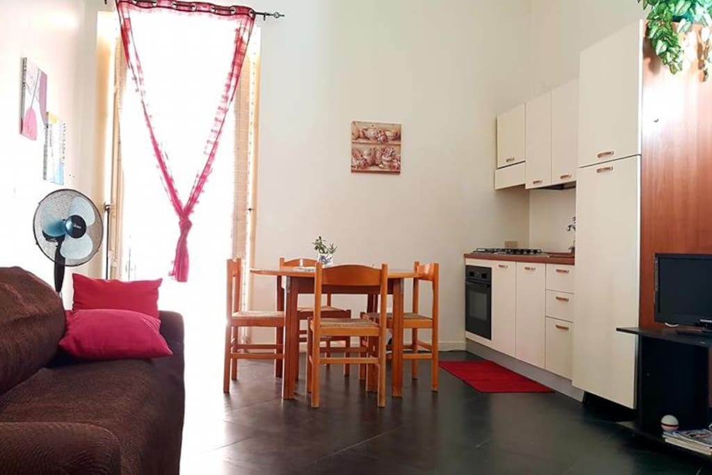 Soggiorno con cucina attrezzata  Living room with equipped kitchen