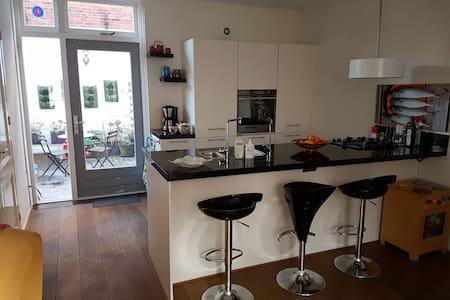 Mooi huis met bad, kindvriendelijk - Groningen - Haus