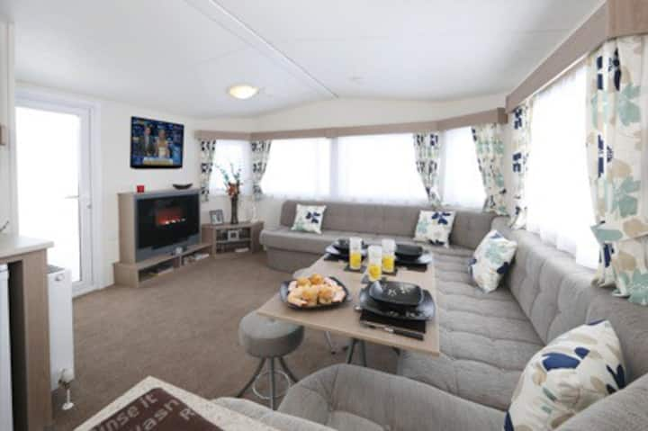 Luxury Holiday Home  Family Friendly 2 Bed Bromley