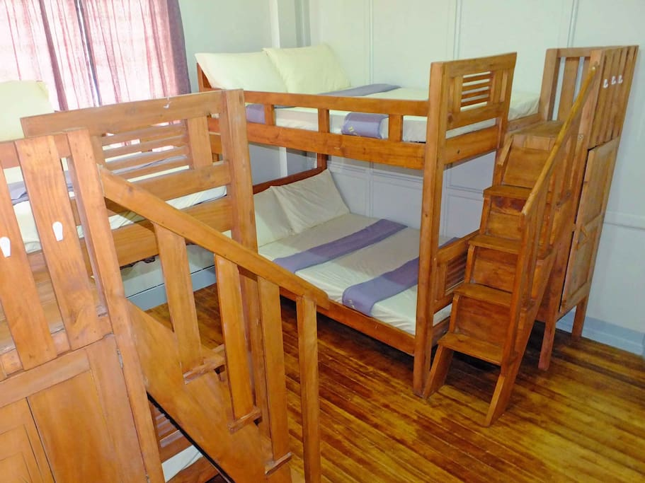 2 double-size bunkbeds, 2 persons each bed.