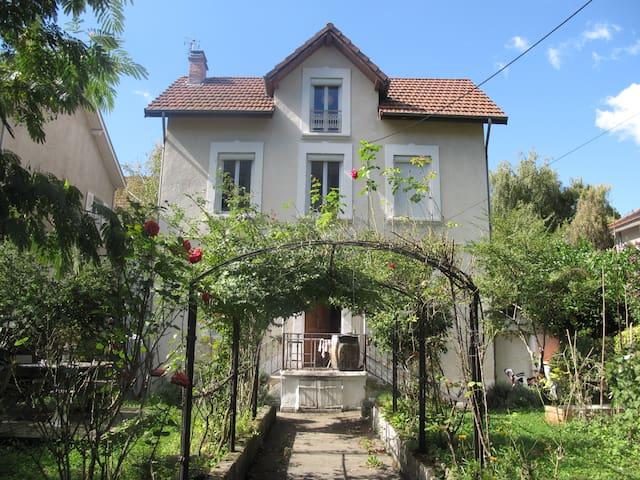 Gde chambre au calme ds Maison 1920 - Grenoble - House