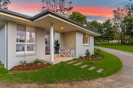 Cottage on acreage near Terrigal Beach