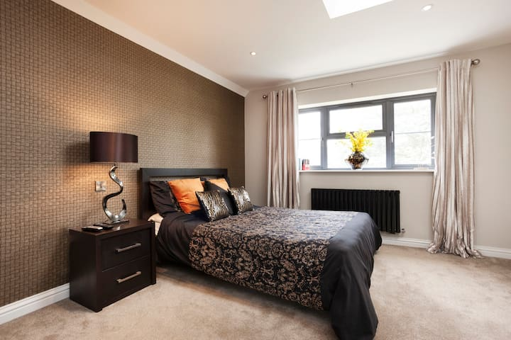 Massive modern bedroom for rent - Leicester - Casa