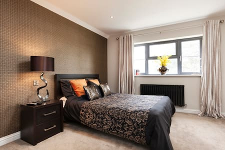 Massive modern bedroom for rent - Leicester - Haus