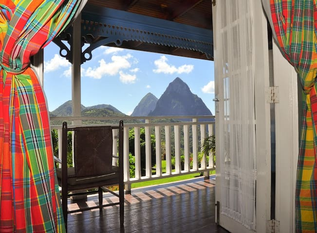 La Haut Resort-Superior Deluxe Rm#2 -Cocoa House - Soufriere - Gästehaus