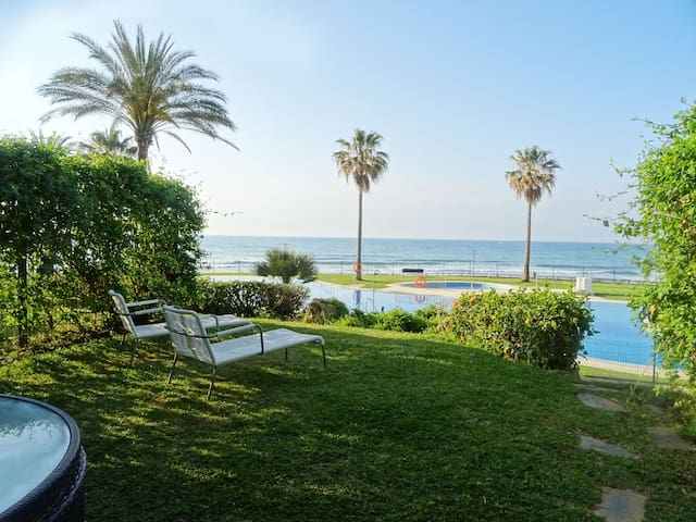 Mi Capricho Beachfront Garden Apartment - Sitio de Calahonda - Apartment