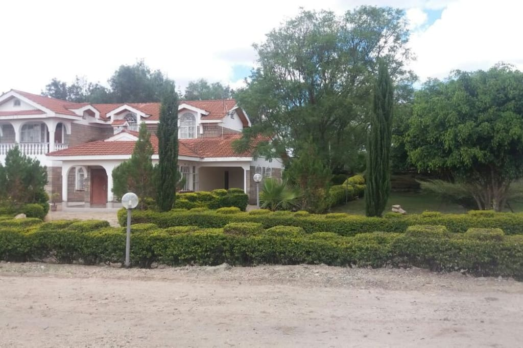 You can book this whole house which has a kitchen,a livingroom area with a television and  four rooms.2 non-self contained and 2 self contained.