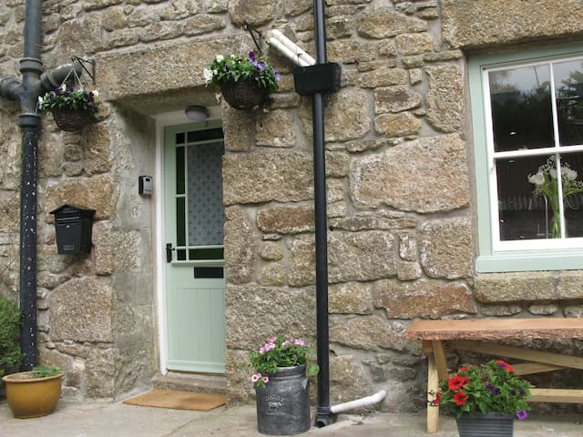 Idylic Cornish Cottage with garden near Mousehole - Trungle