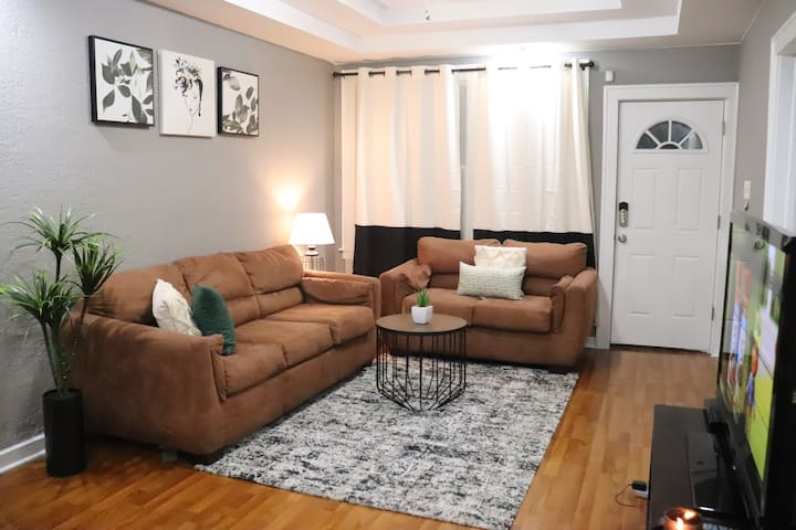 Little Bungalow 4 min to downtown Detroit, 20% off