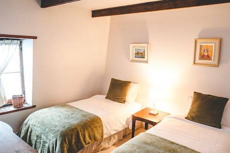 Your intimate room with 2 single beds that can be switched for a king bed and a private bathroom.