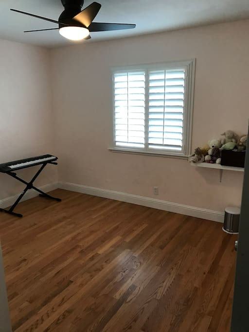 Spare bedroom and can add large air mattress