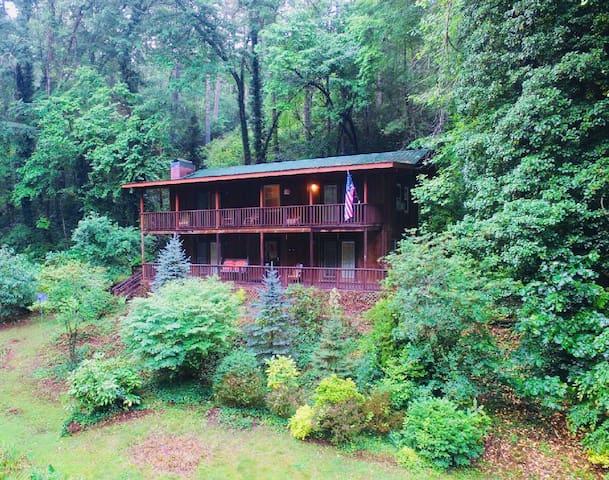 Beautiful Large Mountain Home WIFI, Pond, Sleeps 8