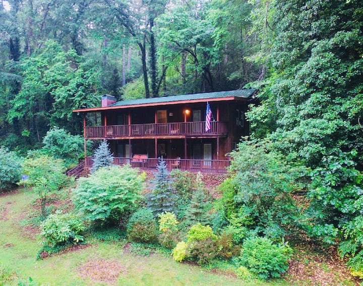 Beautiful Large Mountain Home WIFI, Pond, Sleeps 8
