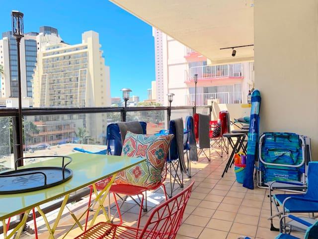 Outdoor Bar Terrace Life is Good AC 2 PARKING Spot