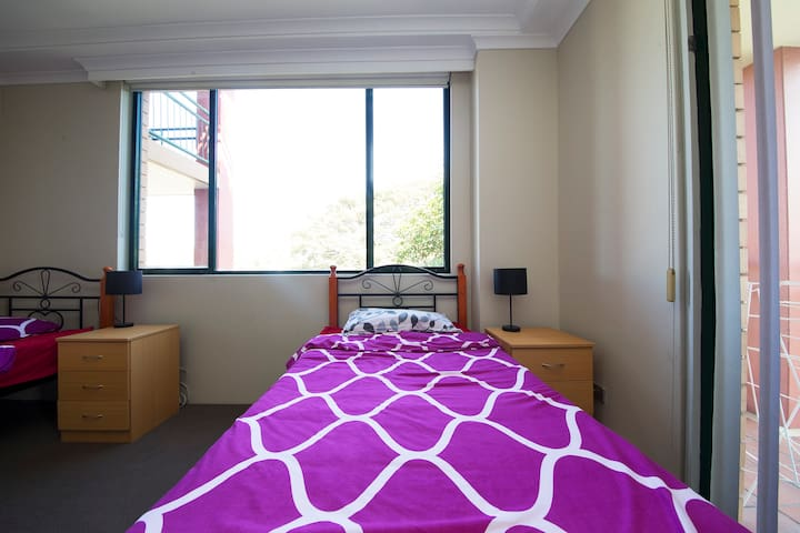 AFFORDABLE TWIN SHARE ROOM FOR MALE IN PYRMONT