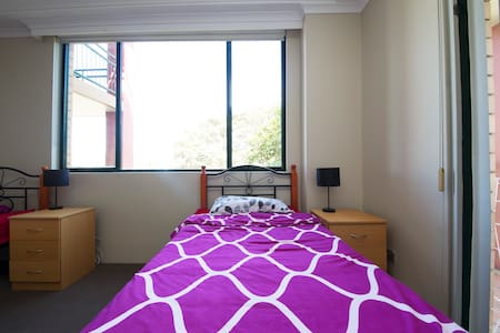 AFFORDABLE PRIVATE ROOM IN PYRMONT