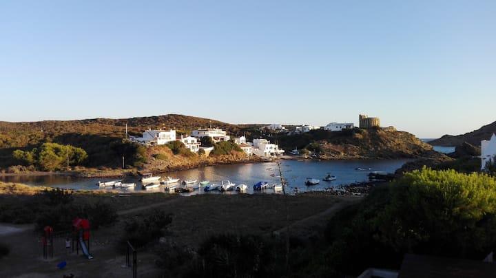 Preciosa casa menorquina al borde del mar