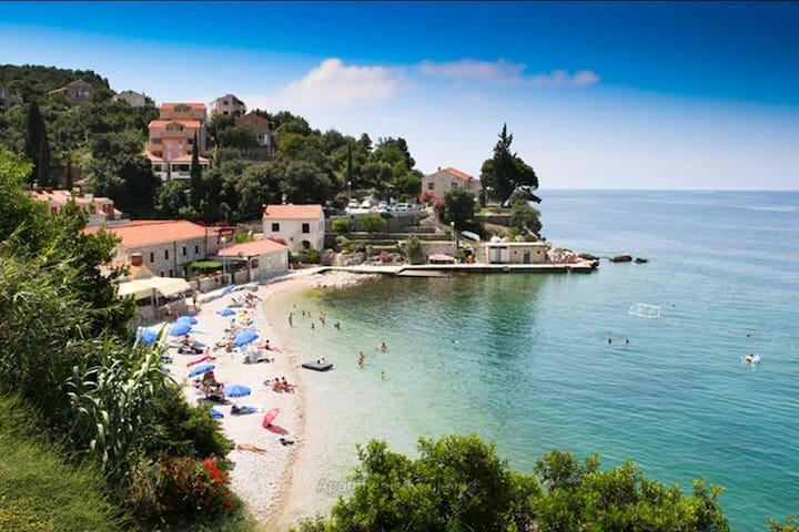 Cozy Seaside Seaview Apartment w Balcony & Terrace - Dubrovnik