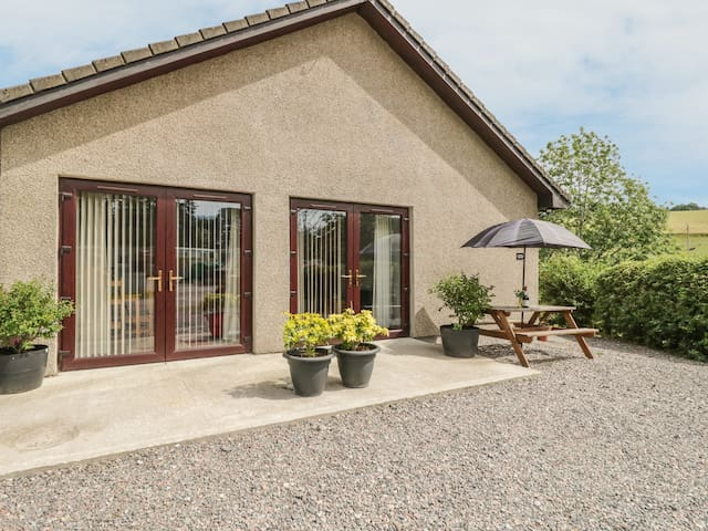 KILT ROOM COTTAGE, pet friendly in Aberlour, Ref 938093